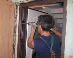 Демонтаж дверного блока из металла